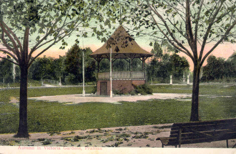 This photograph is postmarked 1908 and shows the London Plane trees which were planted in 1885 and still encircle the sunken oval.  The 1888 urns and fountain at the High Street entrance are shown in the background.  The fountain was moved to the Murray Street entrance about 1906 when extra land was purchased.  The original fountain base still survives and a new fountain, in the style of the original, was reconstructed in 1989 at the High Street entrance.